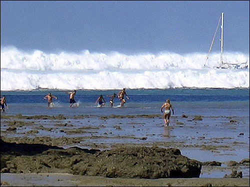 Images from the 2004 Indian Ocean tsunami